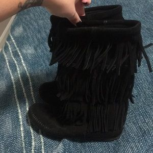 Minnetonka Black Fringe boots
